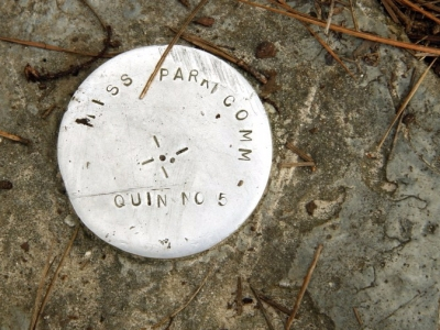 "geological survey marker ""mississippi park commission quin #5"""