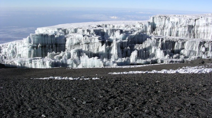 Glacier_at_summit_of_Mt_Kilimanjaro_003