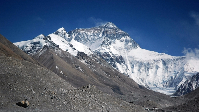mount_everest_from_rongbuk_may_2005.jpg