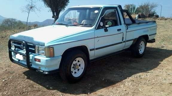 old white bakkie