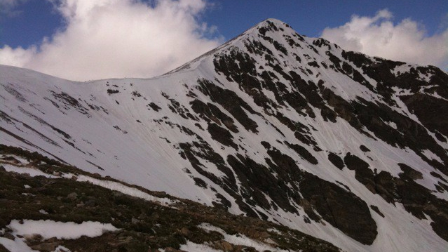 Torreys_Peak_from_hiking_up_Grays_Peak,_snow