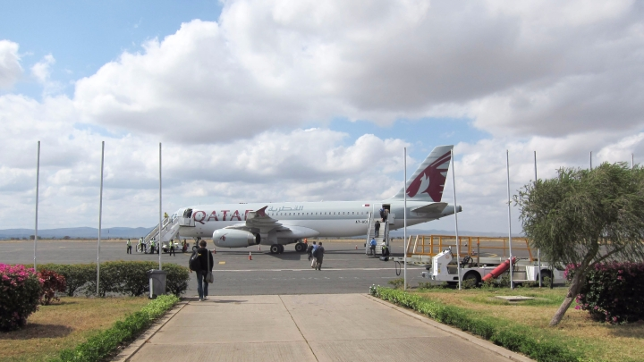 qatar_airways_at_kilimanjaro_airport_2014.jpg