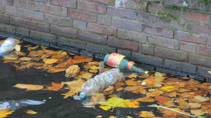 garbage_water_pollution_plastic_waste_environment_plastic_waste_disposed_of-773268-2.jpg