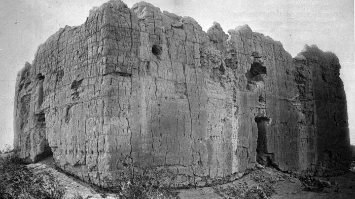 Casa_Grande._West_wall_of_the_Casa_Grande_ca._1880.jpg